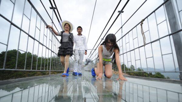 中國數千座玻璃橋頻出事 河北32座全停用