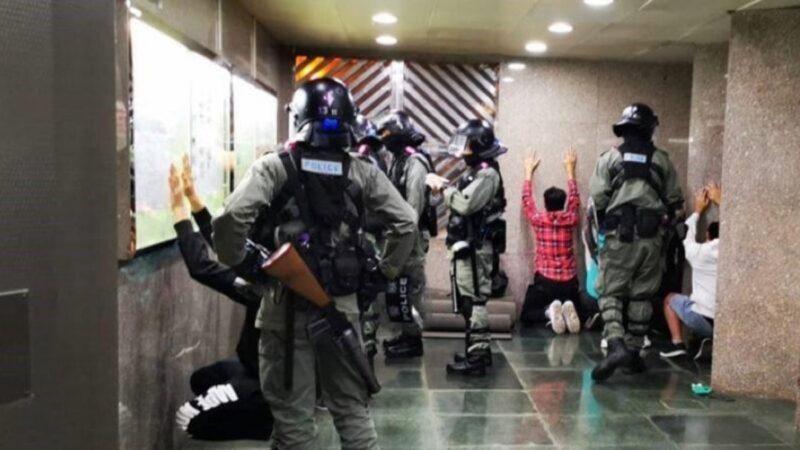 香港再现ISIS?港警逼人举手下跪画面曝光