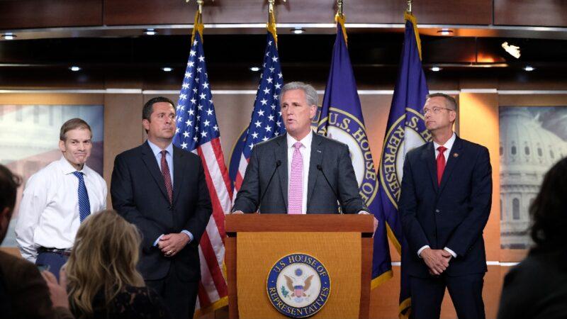共和党人质疑弹劾阴谋:众院8月突改举报规则