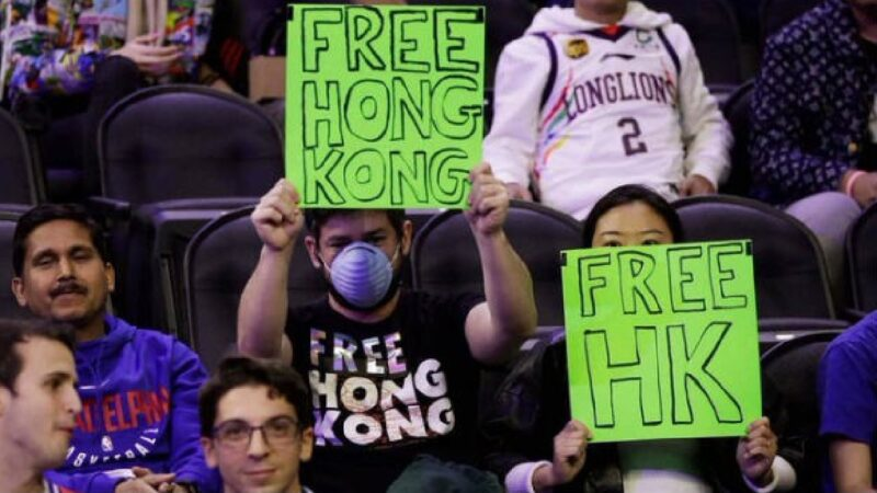 NBA費城76人隊再惹爭議 賓州夫婦挺港被逐出場