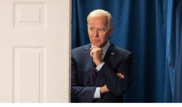 """""""电话门""""举报人曾与拜登共事 同在白宫工作"""