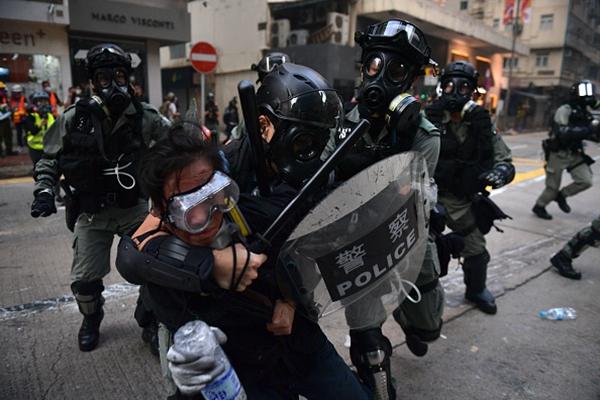 中共前警官:港警凶殘像極大陸刑警國安
