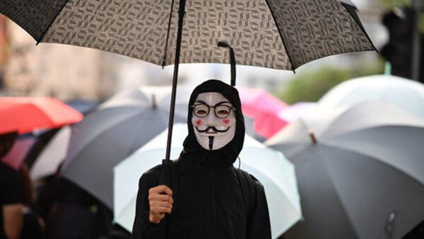 禁蒙面难禁人心 香港18区上街反紧急法