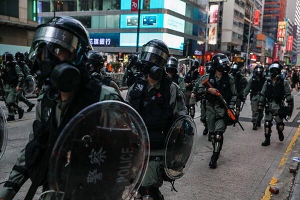 """港警暴行激民愤 香港开办""""自卫班"""""""