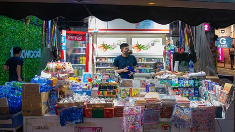 """香港零售业在""""等死"""" 李嘉诚出手搭救"""