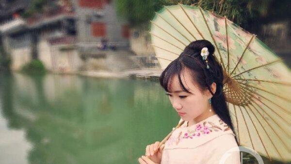 湖南25岁女教师遭深夜约谈 外出要汇报