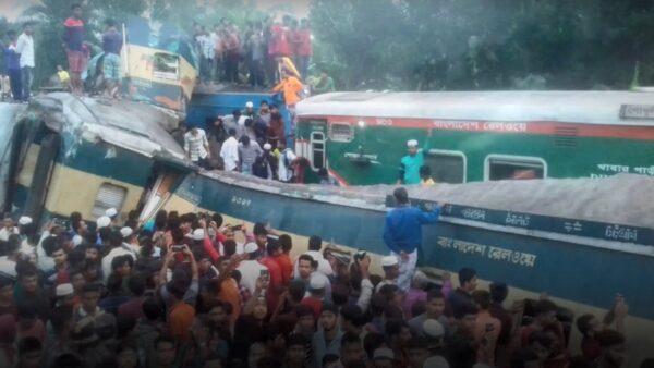 孟加拉两火车对撞 车厢挤成一团至少14死(视频)