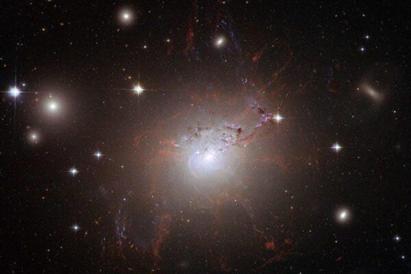 数千年轻球状星团惊现英仙座星系团