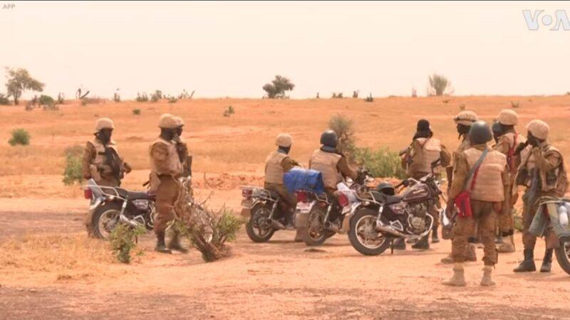 布吉納法索軍方撃斃32恐怖分子 救出被綁婦女
