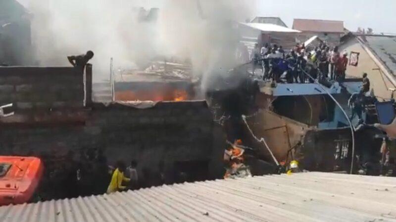 民主刚果小飞机坠毁人口稠密住宅区 至少18死