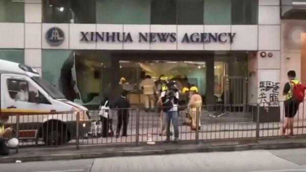 火燒新華社 港人11·2抗爭「驅逐共匪」
