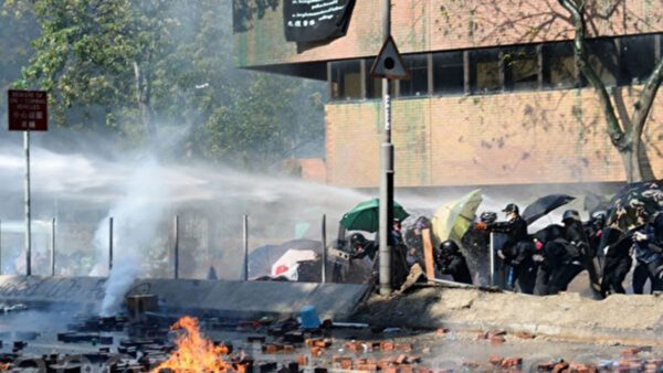 港警18日堵路抓人  尖东60余人被反绑面墙
