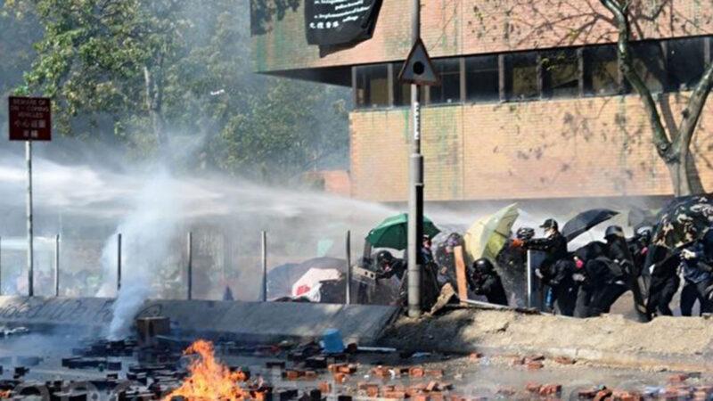 港警18日堵路抓人  尖東60餘人被反綁面牆