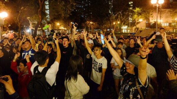 美媒:香港变相公投 亲共阵营兵败如山倒
