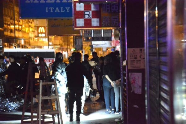 傳港警撞死1名中學生 傷30人16人危重(視頻)