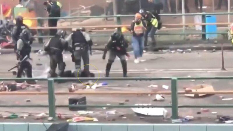 港警一脚将抗争者头部重踩在地上 网友气炸!