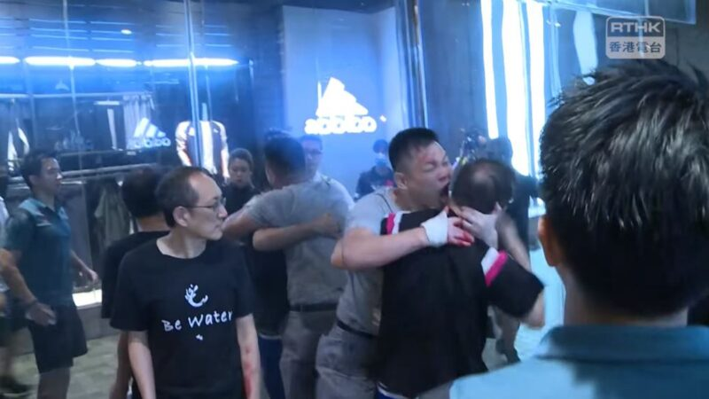 香港11.3抗争两记者被拘 议员耳朵被咬掉(视频)