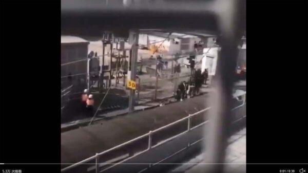 港警用列车押送理大被捕者 去向不明引质疑(视频)