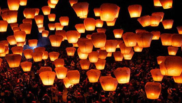 台湾平溪放天灯 祈愿美梦成真