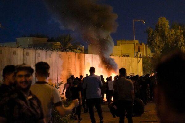 抗议伊朗 伊拉克示威者闯领事馆酿至少4死19伤