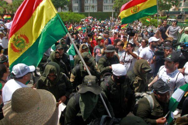 大選舞弊爭議 玻利維亞精英警隊加入示威群眾