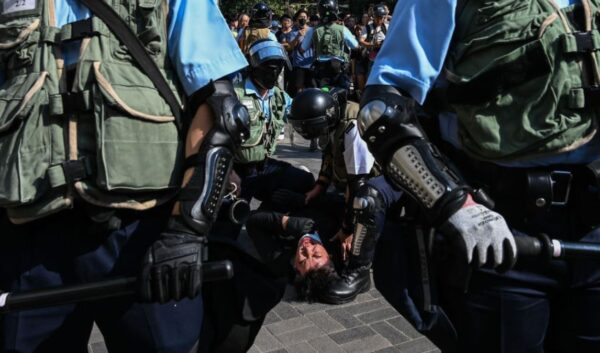 中华民国总统蔡英文谴责港警向民众开枪