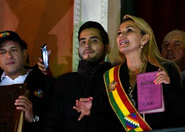 莫拉莱斯流亡墨西哥 玻国副议长宣告为临时总统