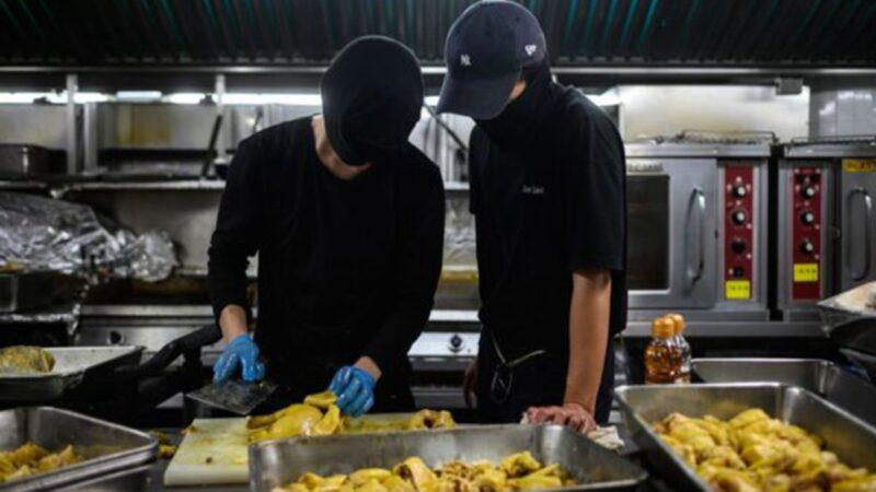 香港理大厨师:煮饭就是抗争 会守到最后一秒