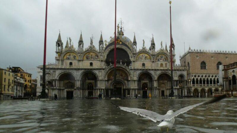 威尼斯遭半世紀最大水災 全城泡水 聖馬可受損嚴重