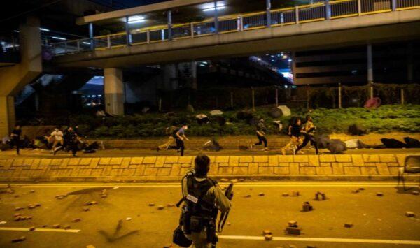 香港理大千人被捕百人留守 部份人聲東擊西成功突圍