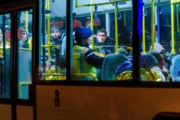 驶往英国货船 冷冻货柜惊见25偷渡客