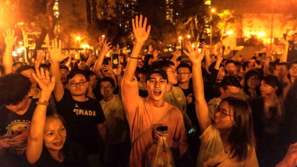 香港区选结果出炉:民主派388/59大胜建制派