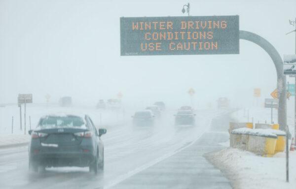 感恩节前夕 暴风雪袭击美中西部 数百航班取消