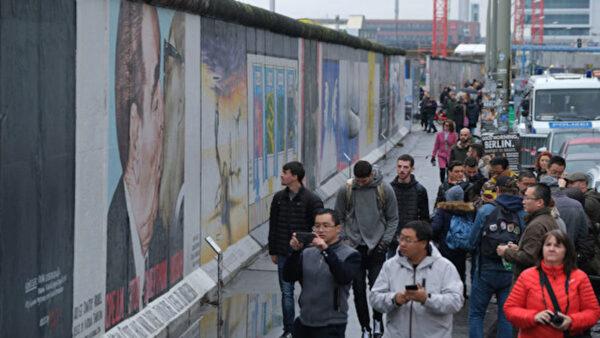 程晓容:柏林墙写历史启示 中共红墙众人推