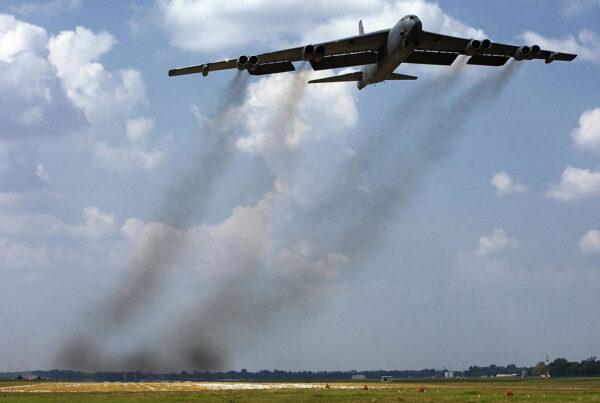 协防沙特应对伊朗 美军再派B52H轰炸机