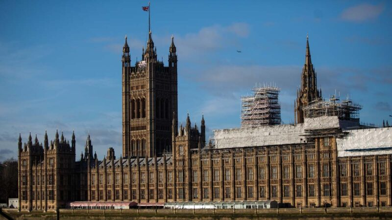 英议会成立专门组织关注香港 拟制裁施暴者