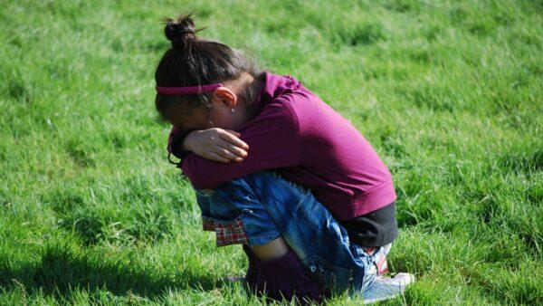 被誘騙歌廳陪唱 湘11歲女童遭兩官強姦反遭調查