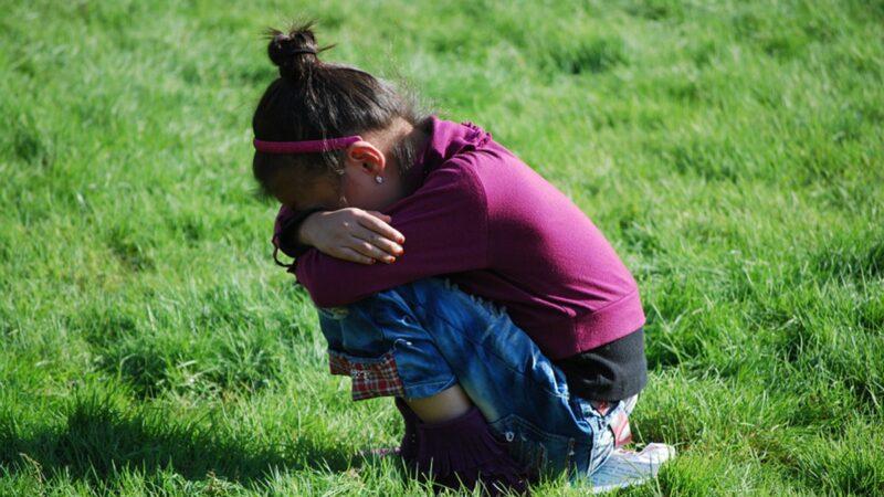 被诱骗歌厅陪唱 湘11岁女童遭两官强奸反遭调查