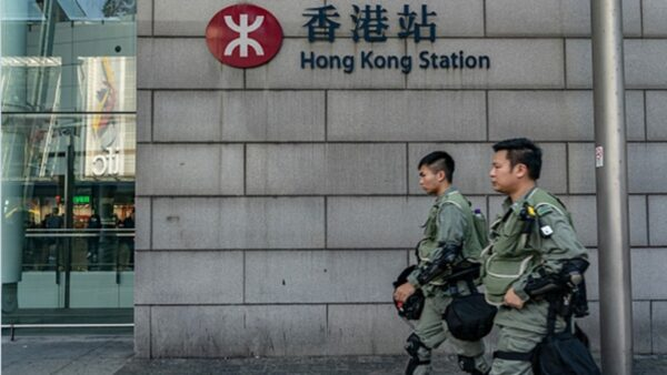 香港局势诡异 中港间20班列车停驶