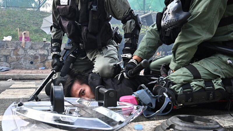 """香港警察""""滥权实录"""" 曝光逾1400件个案"""