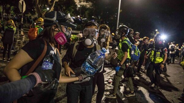 香港各界默默支持学生抗争 背后故事感人