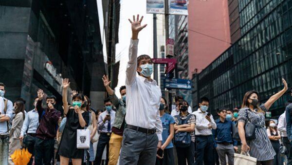 """香港掀""""全民示威""""声浪 上班族趁午休时间声援"""