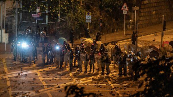香港理工大學爆激烈抗爭 防暴警凌晨突然撤退