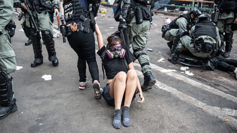 香港理大千人受困逾36小时 各界吁停止包围