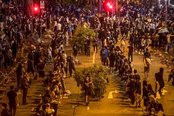 香港近10万人救学生 5条人链场面震撼(组图)