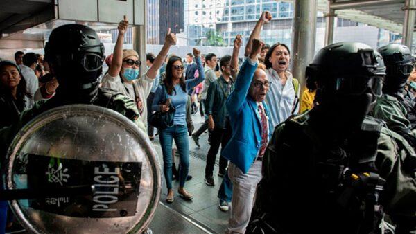 """香港议员:中共""""止暴制乱"""" 抗争者却越抓越多"""