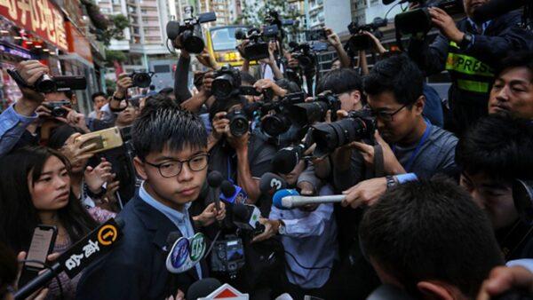 香港警察警嫂齐倒戈!黄之锋分析选举结果