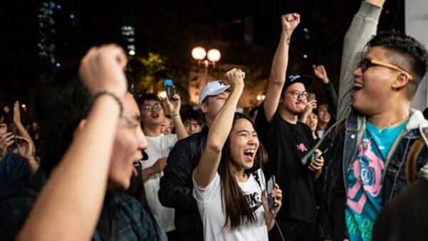香港区选变天 大陆网友震惊:脸都打肿了