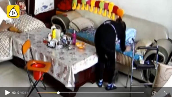 山西保姆狂殴90岁老妇:我父母不听话也这样打