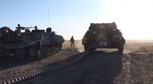 中国制造军演出糗 装甲车履带当场断裂(视频)